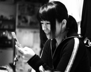 751px-A_Japanese_woman_with_a_mobile_phone