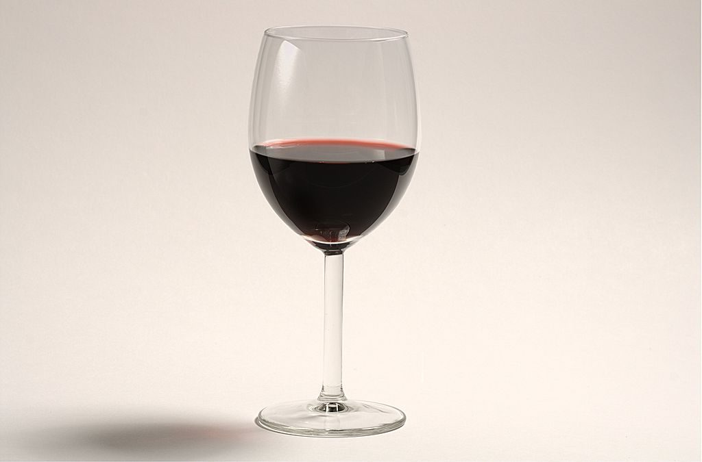 1024px-a_glass_of_red_wine